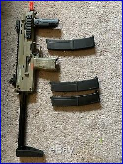 HK Mp7 Hecklet & Koch. Gas Airsoft bundle(includes 3 Mags)